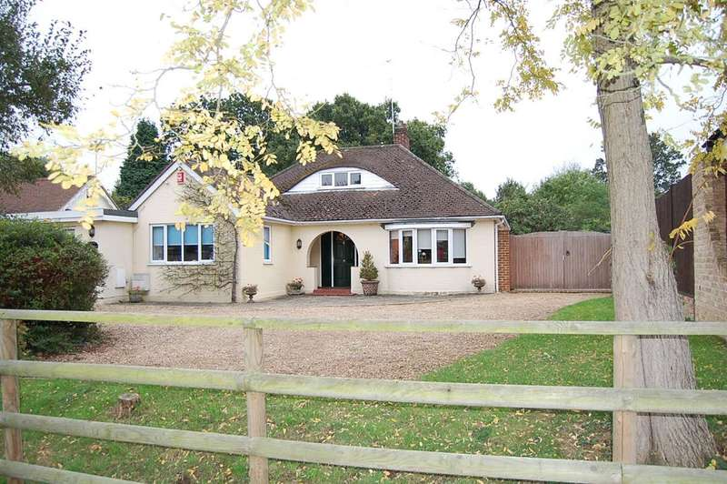 4 Bedrooms Bungalow for sale in Crown Cottage, Green Road, Thorpe Green