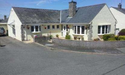 4 Bedrooms Bungalow for sale in Pengwern Estate, Efailnewydd, Pwllheli, Gwynedd, LL53