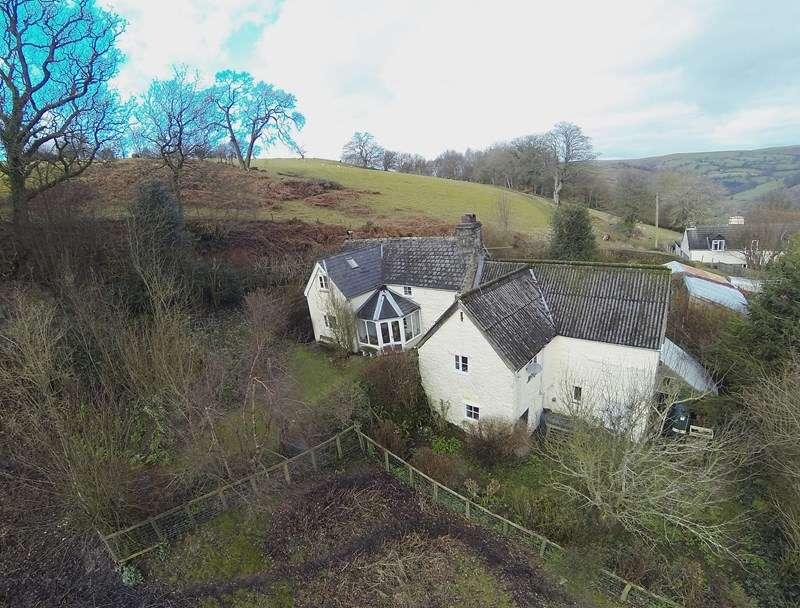 2 Bedrooms Detached House for sale in Ty Lawr, Glyndyfrdwy