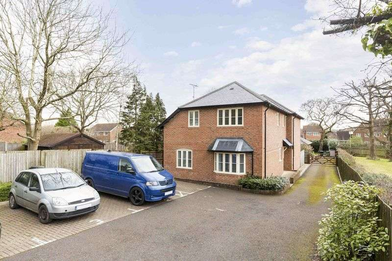 2 Bedrooms Flat for sale in Pottery Close, Waterlooville