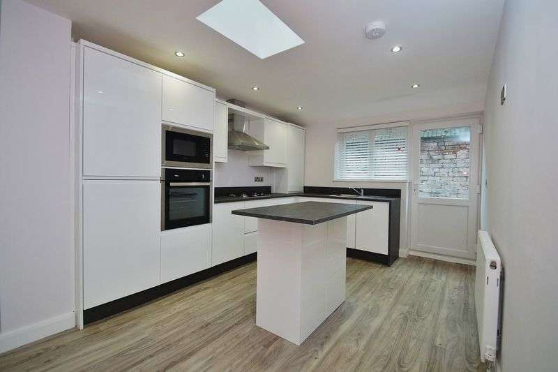 2 Bedrooms Flat for sale in Stanley Street, Southport