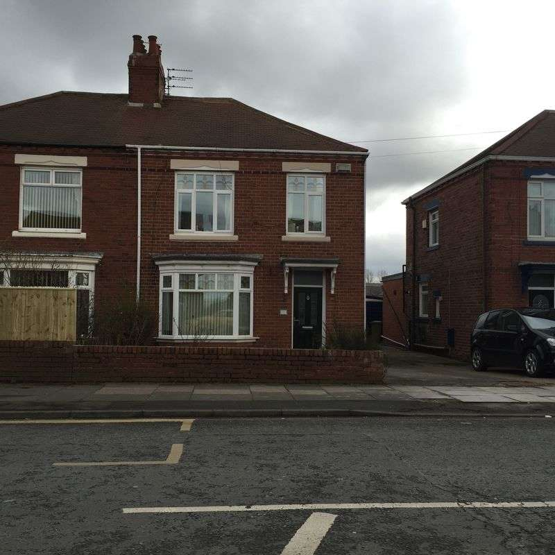 4 Bedrooms Semi Detached House for sale in Harton Lane, South Shields