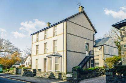 6 Bedrooms Detached House for sale in High Street, Criccieth, Gwynedd, LL52