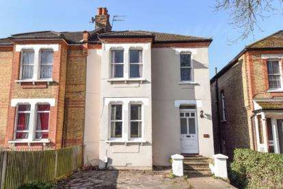 3 Bedrooms Flat for sale in Farnaby Road, Bromley