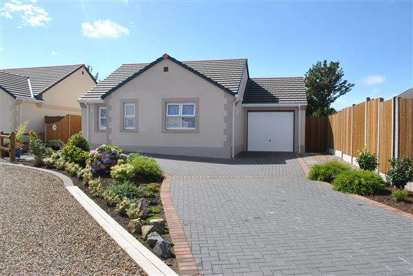 2 Bedrooms Detached Bungalow for sale in 44 Gibbas Way