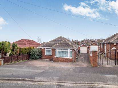 3 Bedrooms Bungalow for sale in Eaton Avenue, Arnold, Nottingham