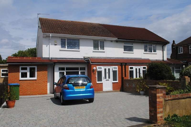 4 Bedrooms Semi Detached House for sale in West Molesey