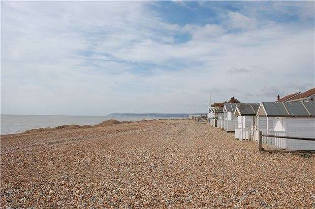2 Bedrooms Flat for sale in Normans Bay, BN24 6PS