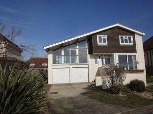 4 Bedrooms House for sale in Strand Way, Bognor Regis, West Sussex