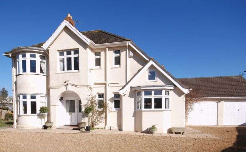4 Bedrooms House for sale in STREET - On town outskirts