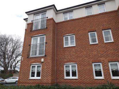 2 Bedrooms Flat for sale in St. Michaels View, Widnes, Cheshire, WA8