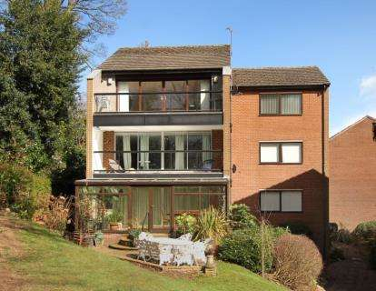 3 Bedrooms Flat for sale in Whinfell Court, Sheffield
