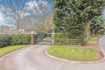 4 Bedrooms Bungalow for sale in Castle Lane, Shustoke, Birmingham, Warwickshire