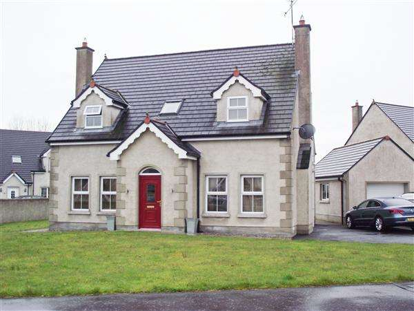 4 Bedrooms Detached House for sale in 25 Castle Manor