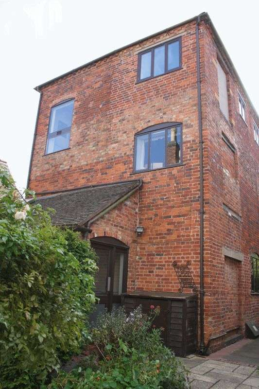 2 Bedrooms Flat for sale in 30b Bridge Street, Pershore