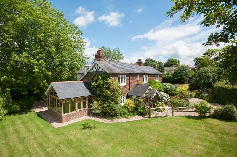 4 Bedrooms Detached House for sale in East Clandon