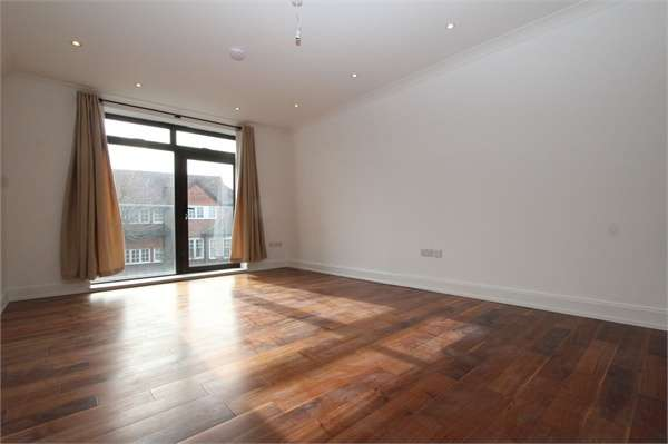 2 Bedrooms Flat for rent in Delphi Court, Fortis Green, Muswell Hill