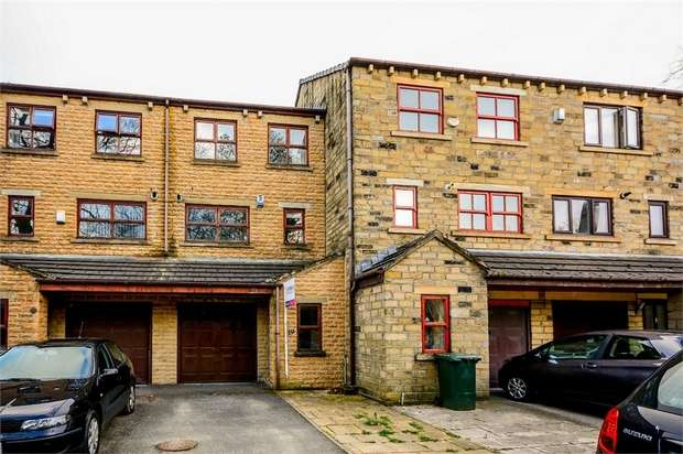 3 Bedrooms Town House for sale in Marriners Walk, Keighley, West Yorkshire