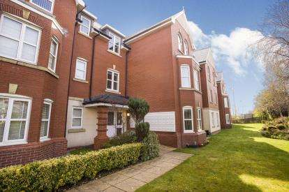 2 Bedrooms Flat for sale in Woodlands View, Lytham St. Annes, Lancashire, FY8