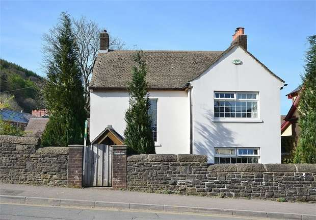 3 Bedrooms Detached House for sale in Station Road, Llanbradach, CAERPHILLY