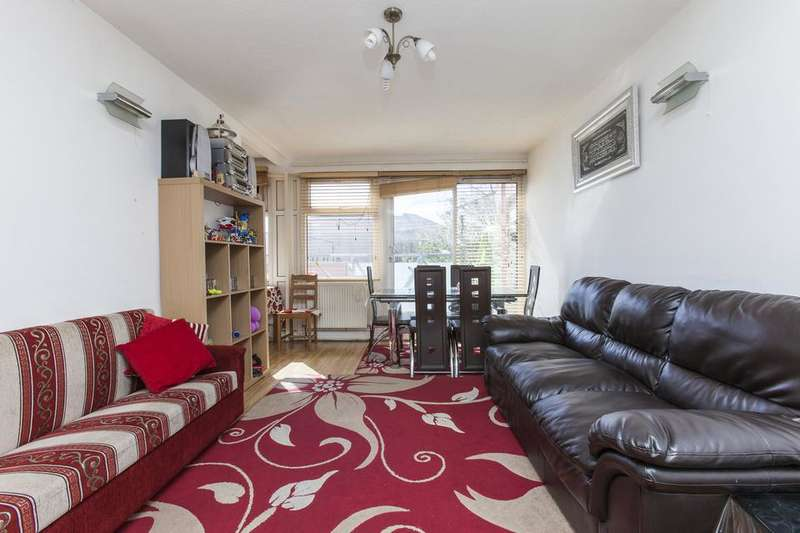 3 Bedrooms Flat for sale in Boundary Road, London E13