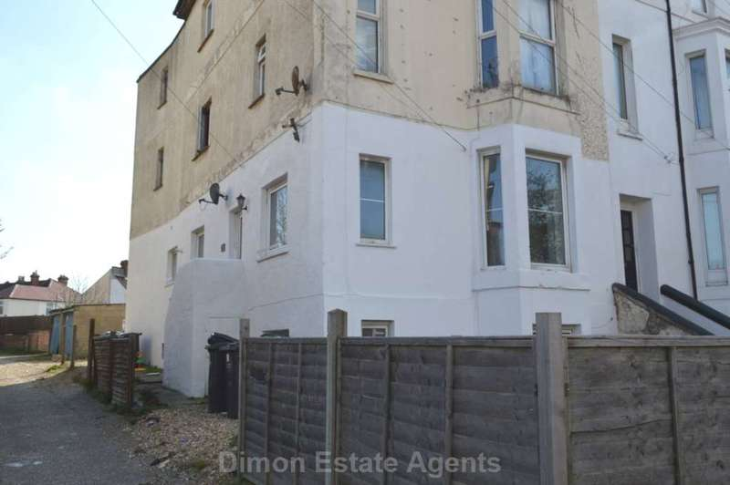 2 Bedrooms Flat for sale in Brockhurst Road, Gosport
