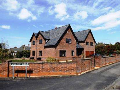 5 Bedrooms Detached House for sale in South Park Drive, Poynton, Stockport, Cheshire