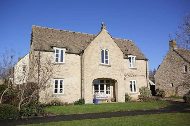 2 Bedrooms Flat for sale in West Allcourt, Lechlade-on-Thames