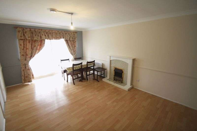 2 Bedrooms Flat for sale in Milton Dene, Hemel Hempstead