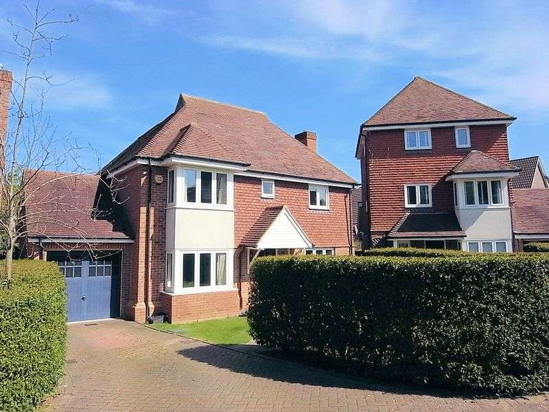 3 Bedrooms Detached House for sale in Forster Road, Guildford