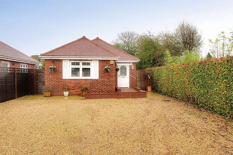 2 Bedrooms Detached Bungalow for sale in Broad Road, Hambrook PO18