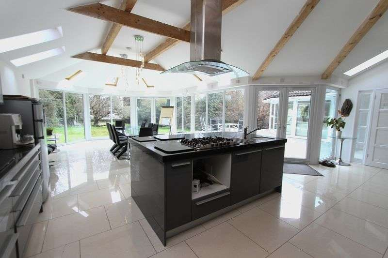 5 Bedrooms Detached House for sale in Robin Lane,