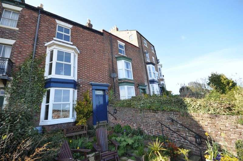 3 Bedrooms Terraced House for sale in Esk Terrace, Whitby
