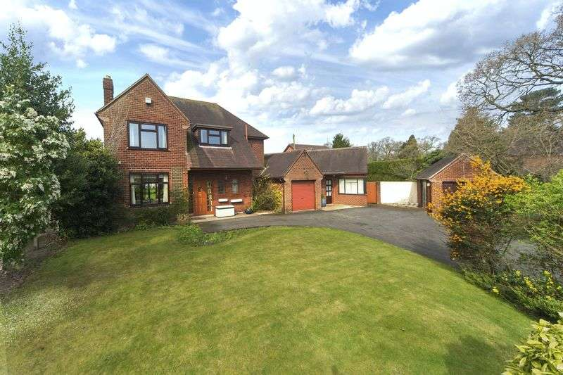 4 Bedrooms Detached House for sale in Yew Tree Lane, Tettenhall, Wolverhampton