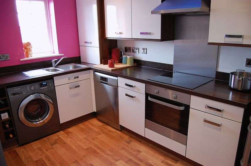 2 Bedrooms Flat for sale in ** HOT PROPERTY ** Mickley Close, Wallsend