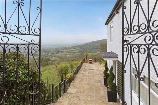 4 Bedrooms Detached House for sale in Cleeve Hill, CHELTENHAM, Gloucestershire, GL52 3PX