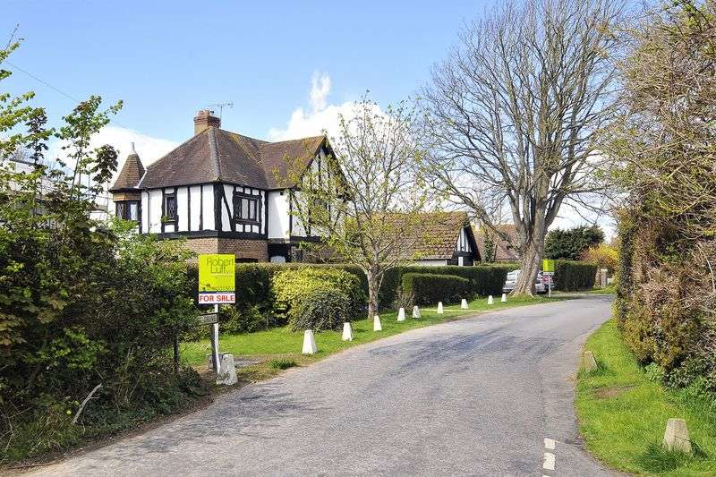 4 Bedrooms Detached House for sale in Upper West Drive, Ferring