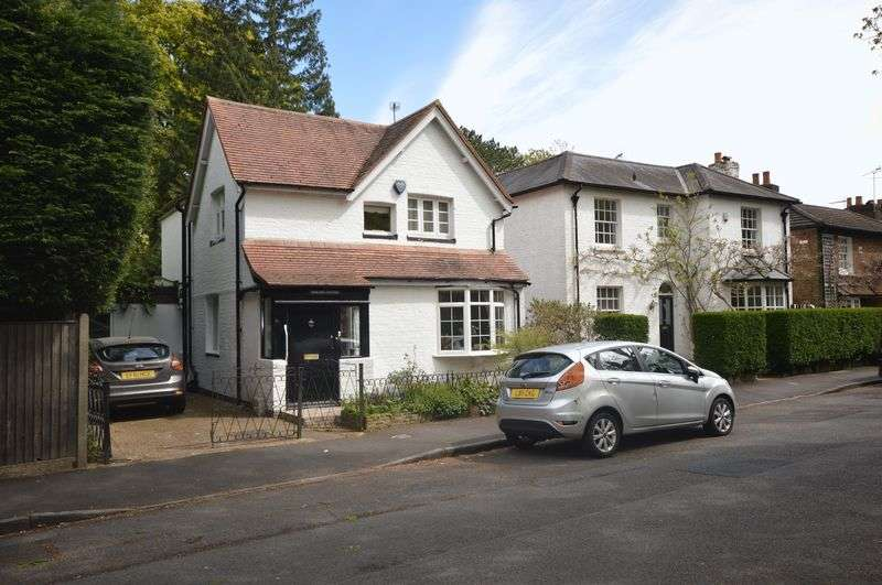 3 Bedrooms Detached House for sale in Herne Road, Surbiton