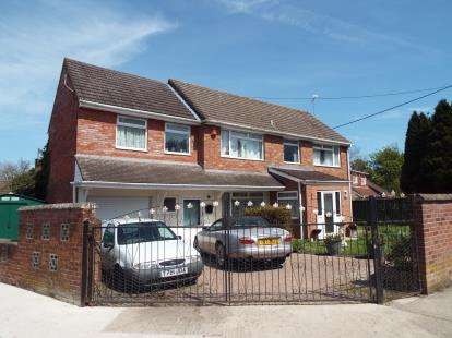 6 Bedrooms Detached House for sale in Well Close, Chiseldon, Swindon, Wiltshire