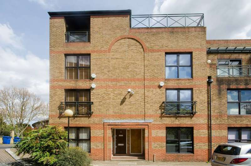 3 Bedrooms End Of Terrace House for sale in Onega Gate, Canada Water, SE16