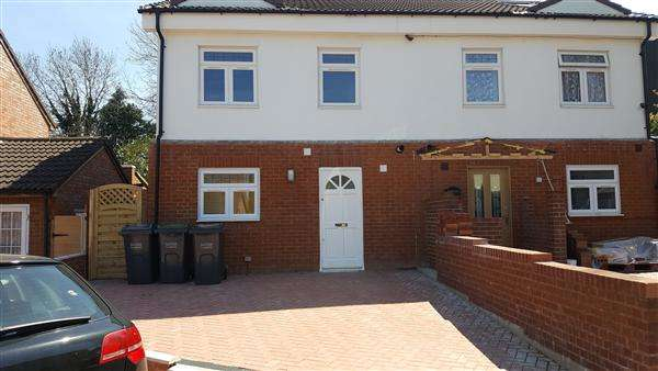3 Bedrooms Semi Detached House for sale in Waller Avenue, Luton