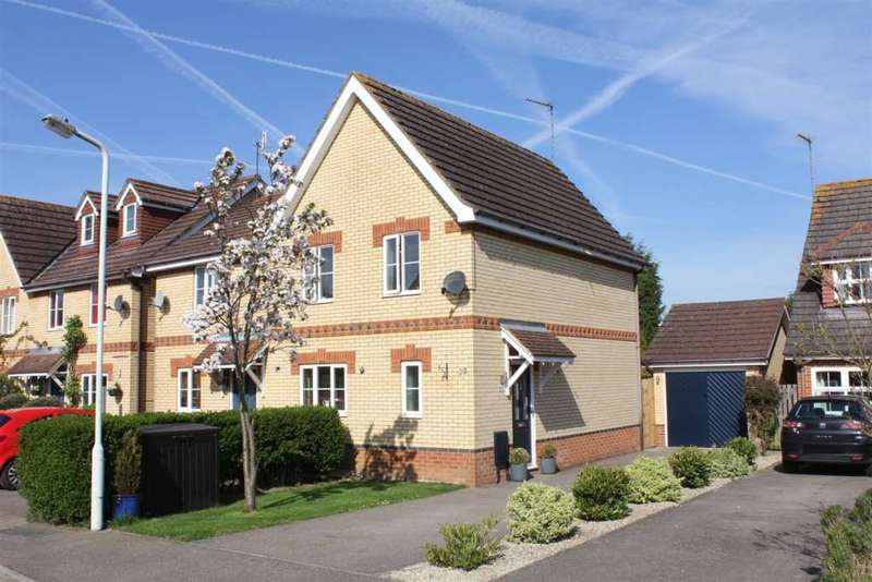 3 Bedrooms Semi Detached House for sale in Hawkins Way,Bovingdon.