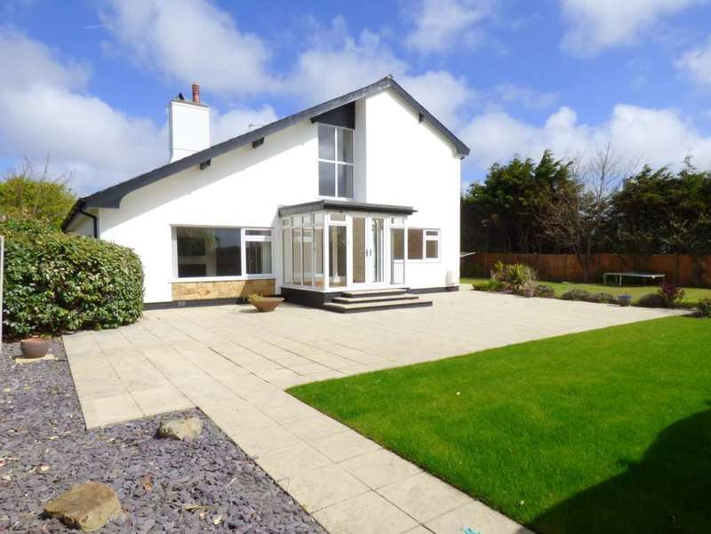 5 Bedrooms Detached House for sale in Fieldway, St Annes