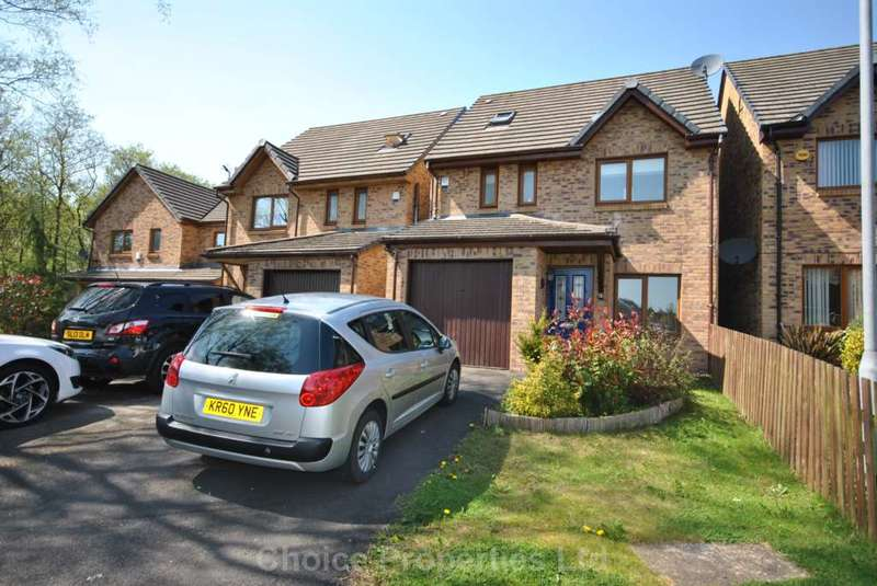 4 Bedrooms Detached House for sale in Lamlash Gardens, Kilmarnock, KA3 1AB