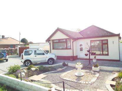 4 Bedrooms Bungalow for sale in St. Asaph Avenue, Kinmel Bay, Rhyl, Conwy, LL18