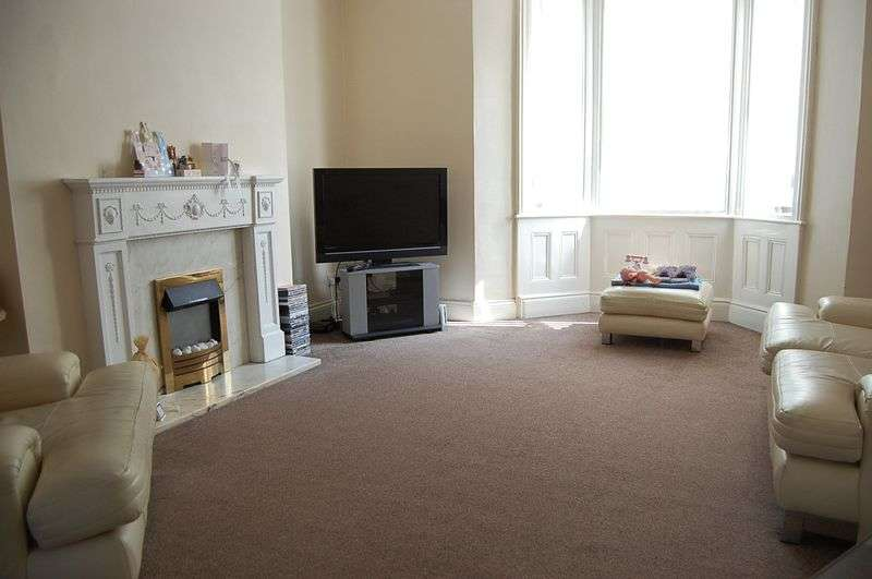 3 Bedrooms Terraced House for sale in ** CLOSE TO PARK ** Laburnum Avenue, Wallsend