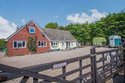 4 Bedrooms Bungalow for sale in Sible Hedingham, Halstead