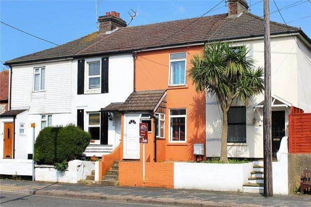 2 Bedrooms Terraced House for sale in Wick Street, Littlehampton, West Sussex, BN17