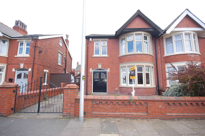 4 Bedrooms Semi Detached House for sale in Knowsley Avenue, Blackpool