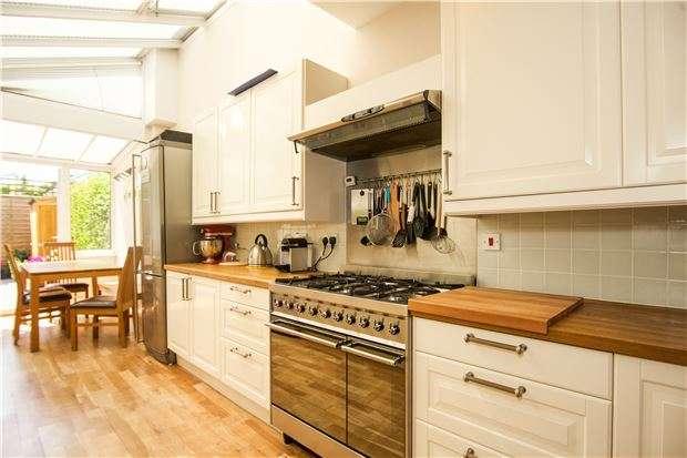 4 Bedrooms Terraced House for sale in Replingham Road, LONDON, SW18 5LW